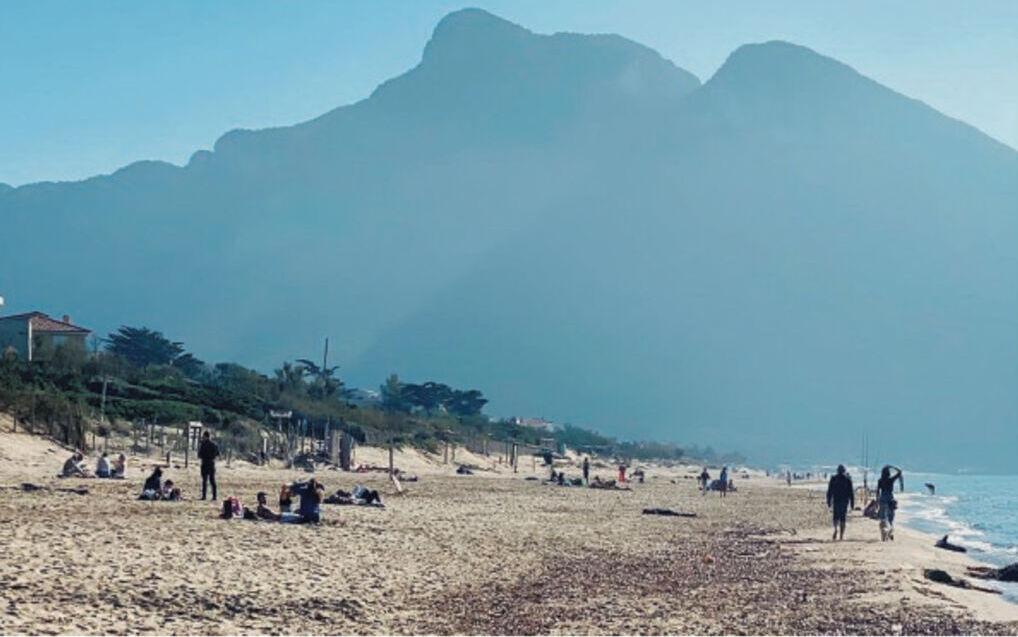Latina assembramento litorale